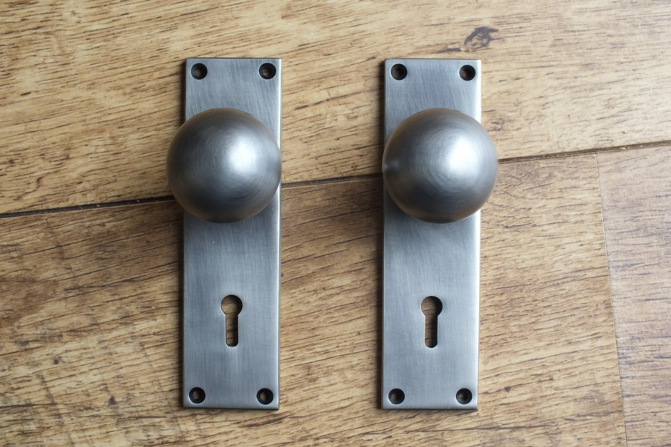 Ball knob on Lock Plate - Round Door Knobs